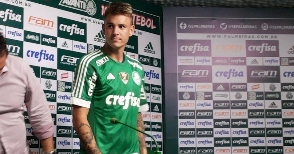 Roger Guedes, ex-Criciúma, é apresentado no Palmeiras