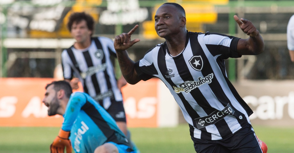 Sassá comemora gol marcado para o Botafogo contra o Grêmio