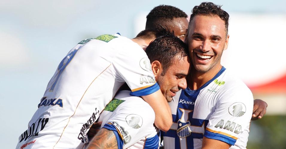 Jogadores do Água Santa comemoram gol contra o Palmeiras pelo Campeonato Paulista