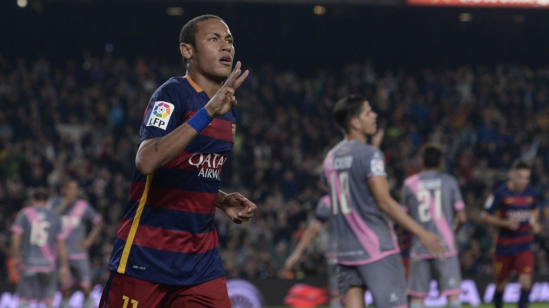 Neymar comemora após marcar contra o Rayo Vallecano pelo Campeonato Espanhol