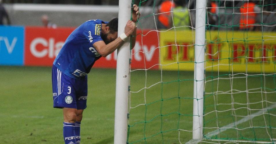 Edu Dracena se lamenta durante a partida entre Palmeiras e Grêmio