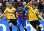 """""""Minha intenção não era machucar"""", diz zagueiro sobre falta em Neymar - AFP PHOTO / LLUIS GENE"""