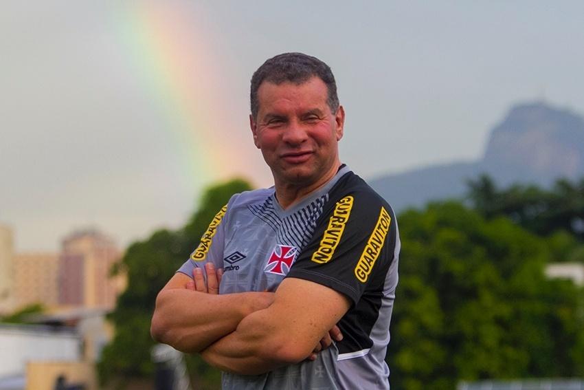 O técnico Celso Roth foi apresentado e iniciou o trabalho no Vasco da Gama