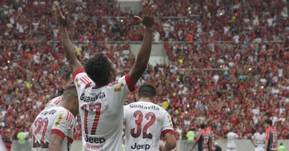 Gabriel comemora o segundo gol do Flamengo na vitória sobre o Joinville