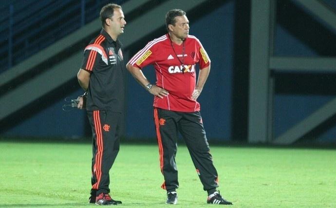 Gabriel Skinner e Vanderlei Luxemburgo durante trabalho no Flamengo em 2015