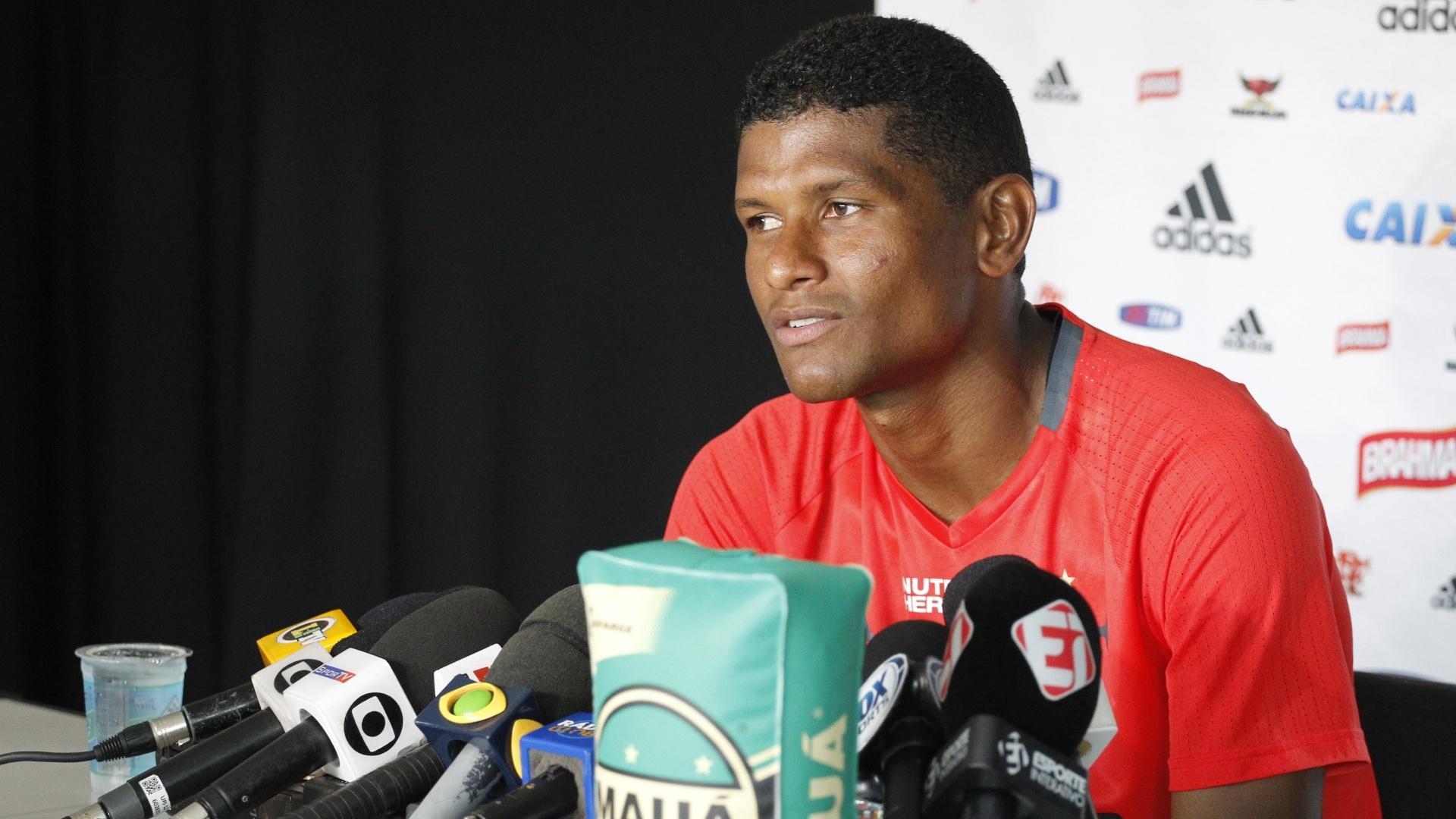 Márcio Araújo concede entrevista coletiva após treinamento do Flamengo na Gávea