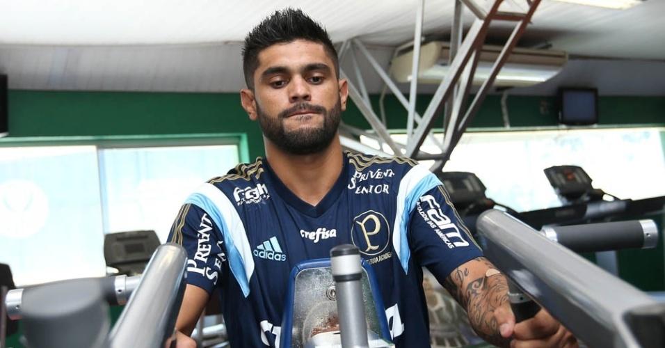 Atacante Luan durante treinamento físico na Academia de Futebol do Palmeiras