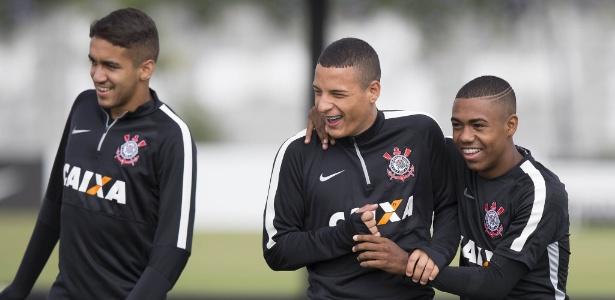 Corinthians espera volta de presidente para definir possível venda de Arana