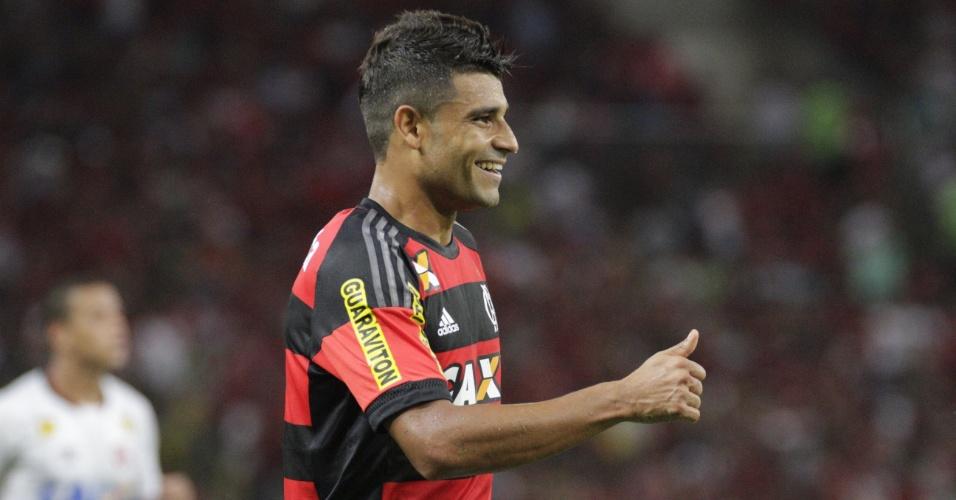 Ederson fez boa estreia pelo Flamengo e foi aplaudido pelos torcedores