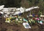 Uma semana depois, colombianos colocaram cruz e flores no local de acidente - Felipe Pereira