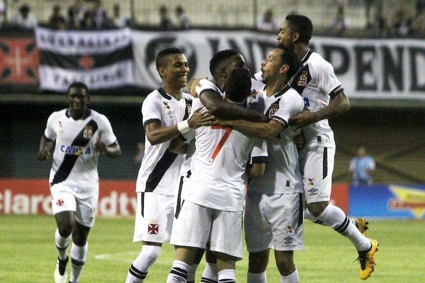 Jogadores do Vasco comemoram gol contra o Bonsucesso pelo Campeonato Carioca