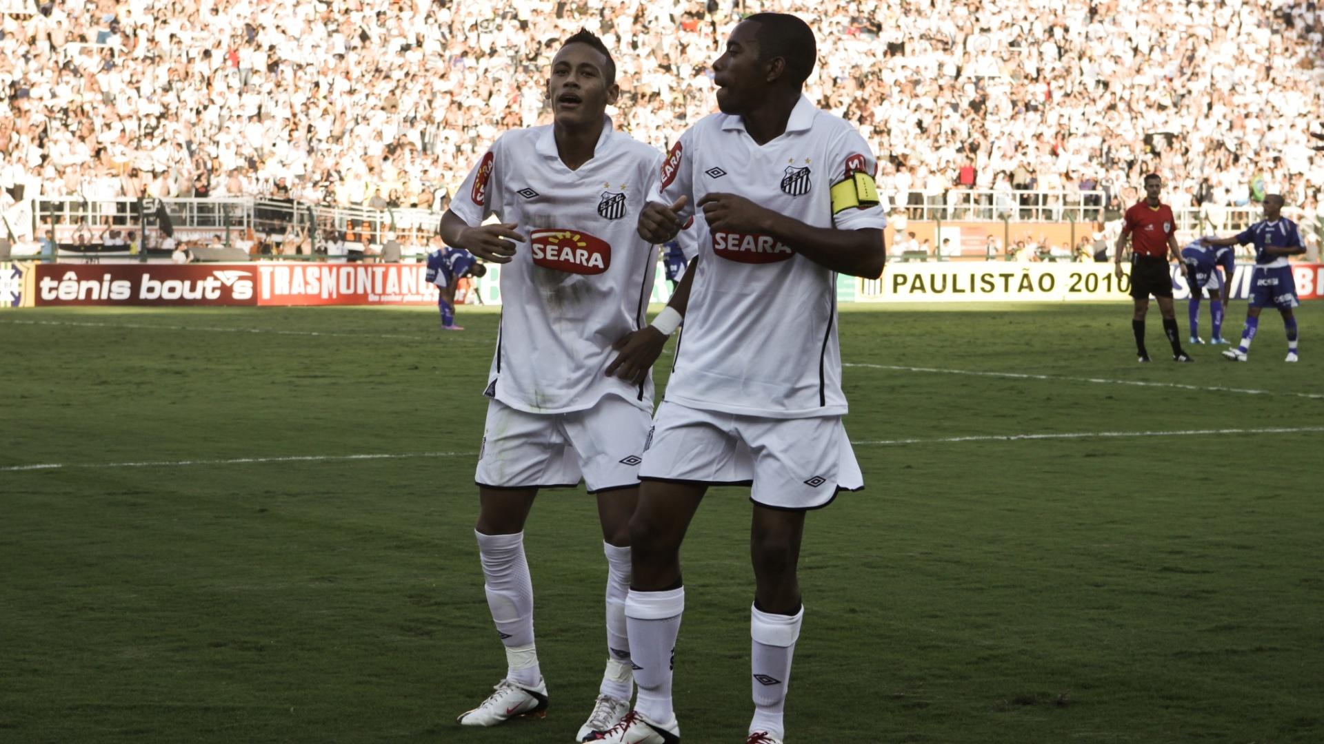 Robinho e Neymar comemoram gol em 2010