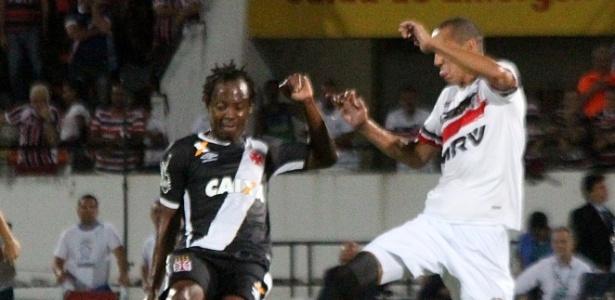 Andrezinho foi o destaque do Vasco e fez um gol contra o Santa Cruz