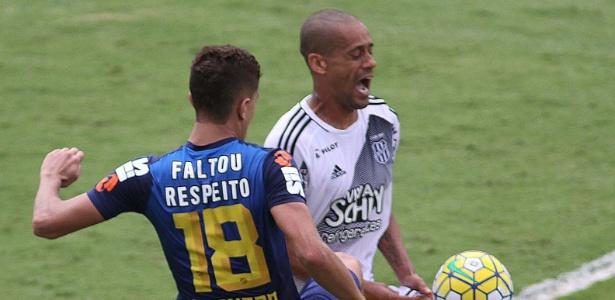 Santos usou camisa para protestar por mudança de horário do jogo contra a Ponte Preta