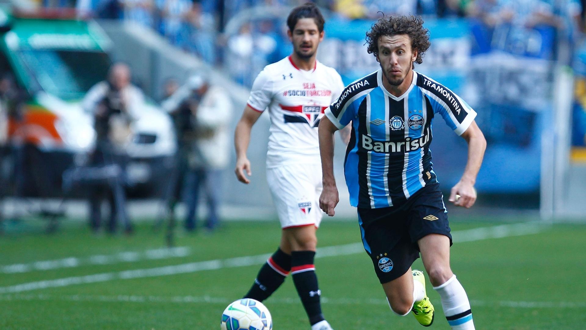 Rafael Galhardo dispara em velocidade pela direita