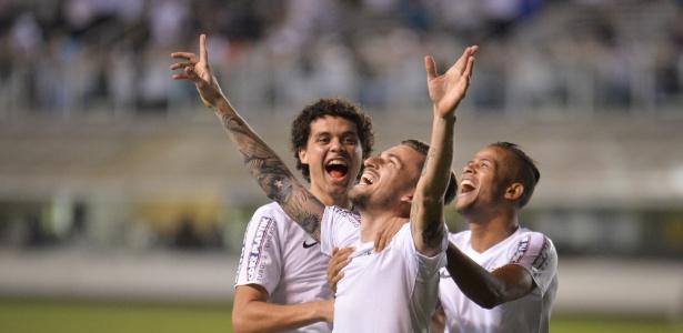 Atletas receberam um mês de CLT e também a premiação do Campeonato Paulista