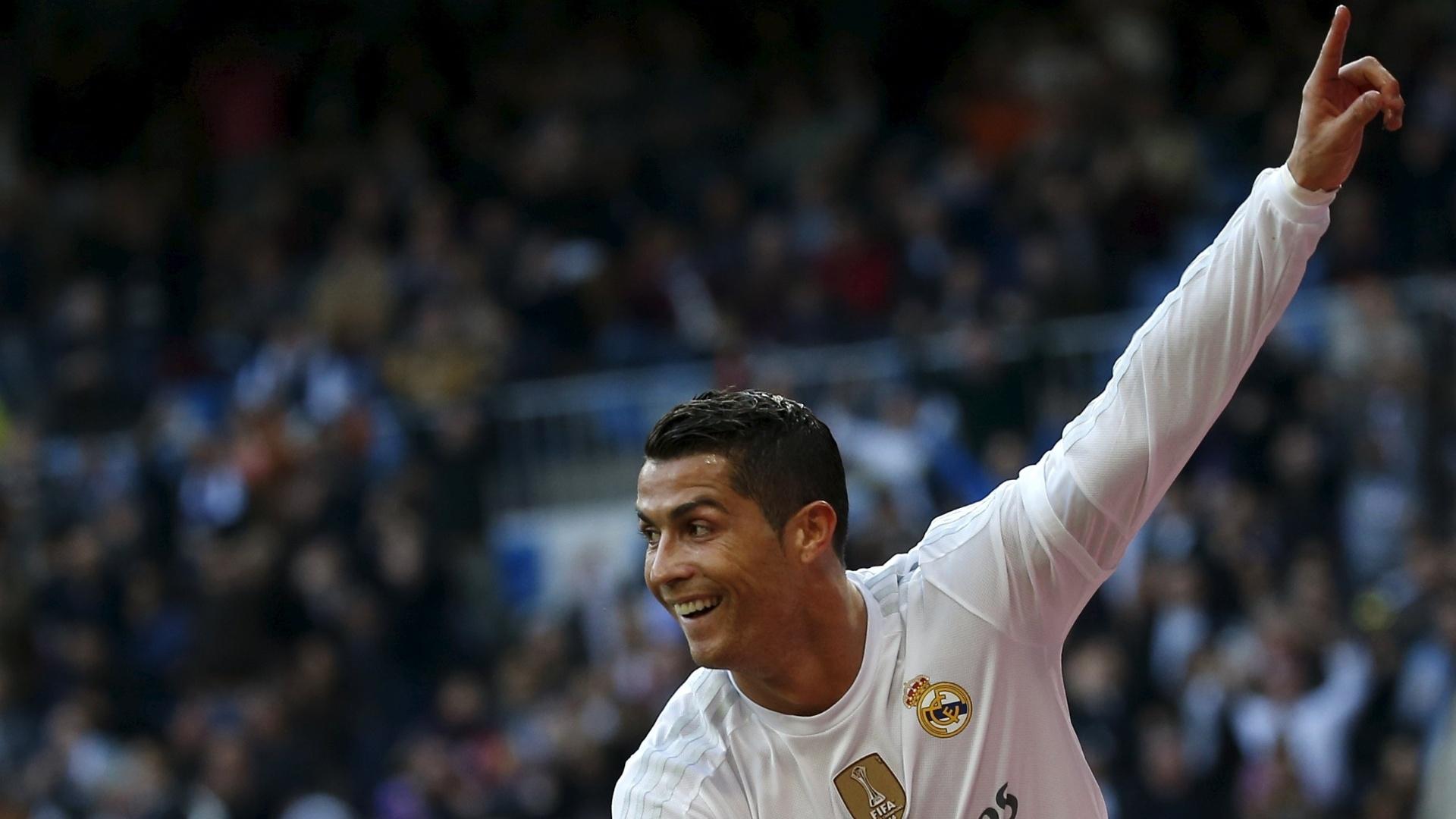 Cristiano Ronaldo comemora o quarto gol do Real Madrid na vitória sobre o Getafe