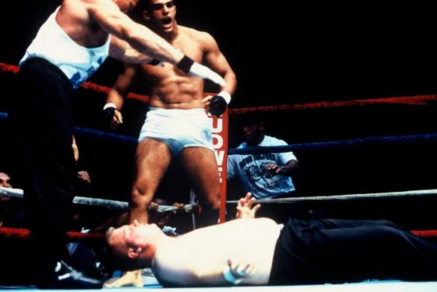 Vitor Belfort em sua primeira luta de MMA