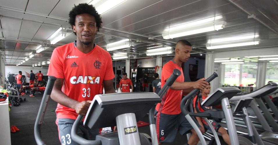 Rafael Vaz participa de treino do Flamengo