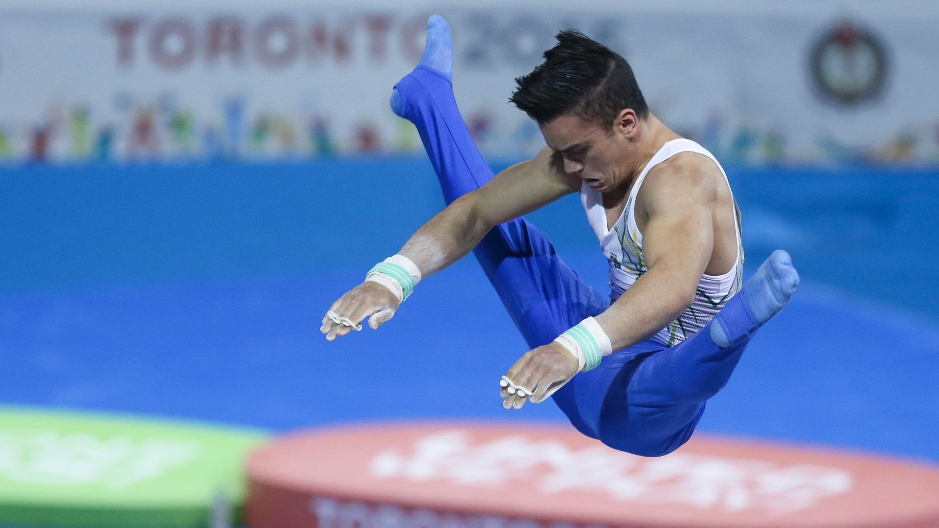 Caio Souza chegou a brigar pelo ouro na final do individual geral da ginástica masculina