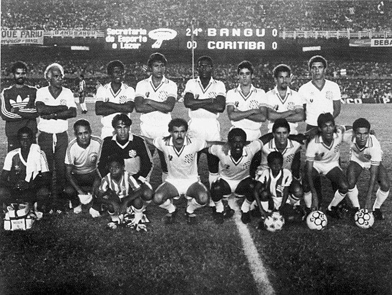 Equipe do Bangu. vice-campeão brasileira depois de empate por 1 a 1 e derrota nas cobranças de pênalti
