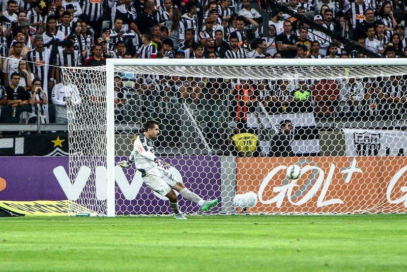 Victor ressalta o equilíbrio do Atlético-MG dentro e fora de casa neste Brasileiro