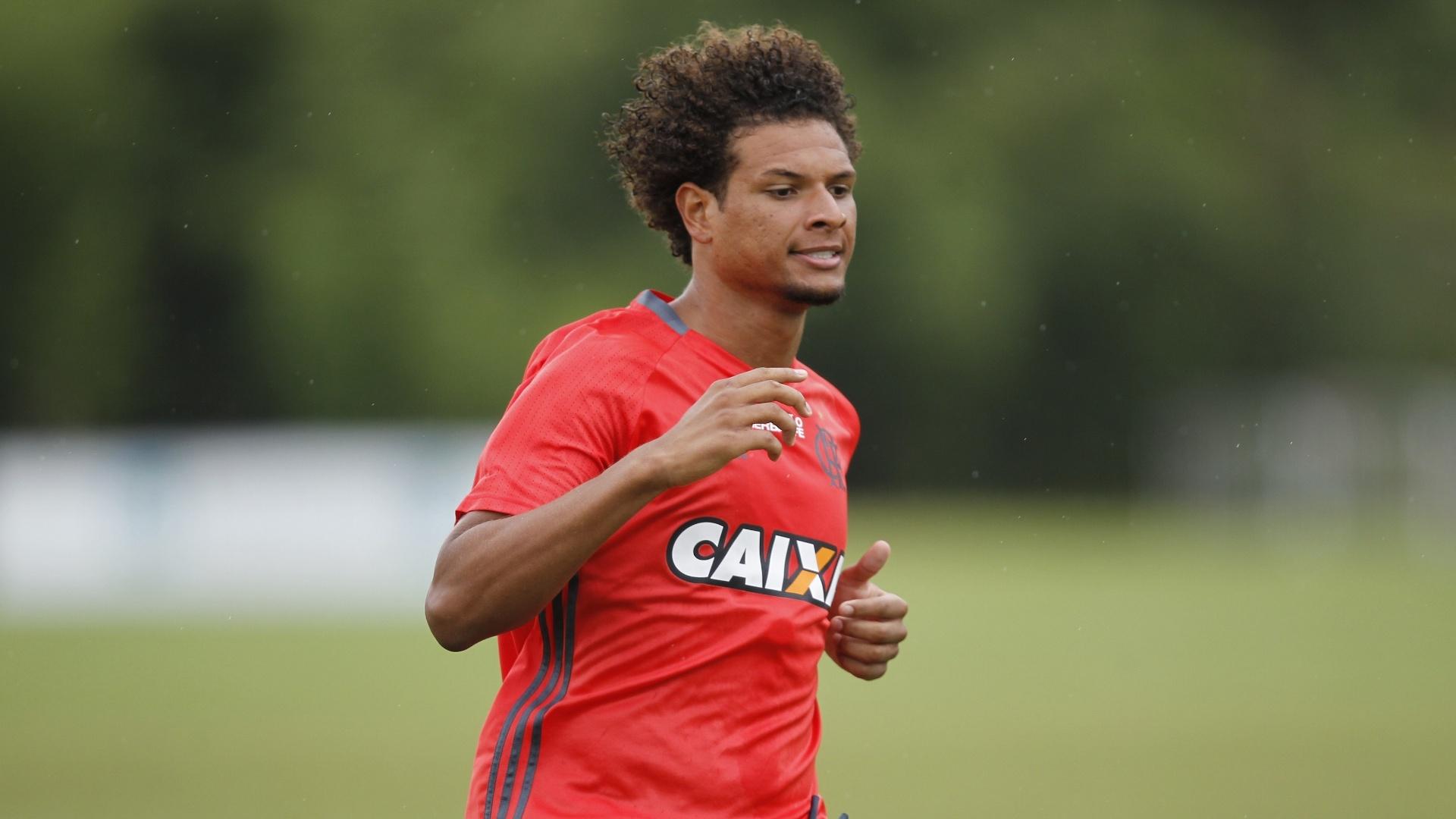 O volante Willian Arão inicia 2016 entre os titulares de Muricy Ramalho no Flamengo