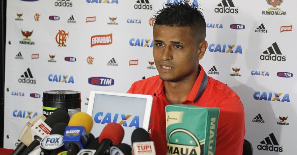 O meia Everton concede entrevista coletiva e garante foco absoluto no Flamengo