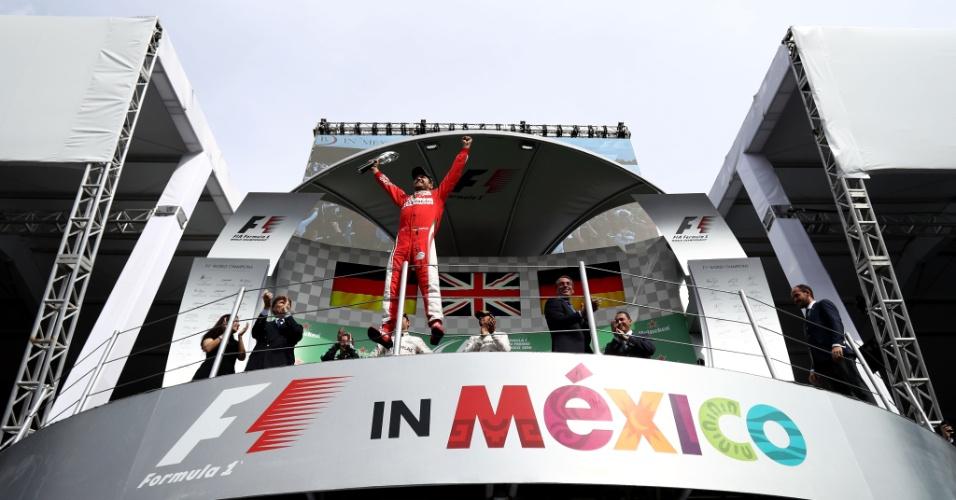 O pódio que não valeu: Sebastian Vettel foi quarto, subiu para terceiro, foi ao pódio, mas foi punido e virou quinto colocado