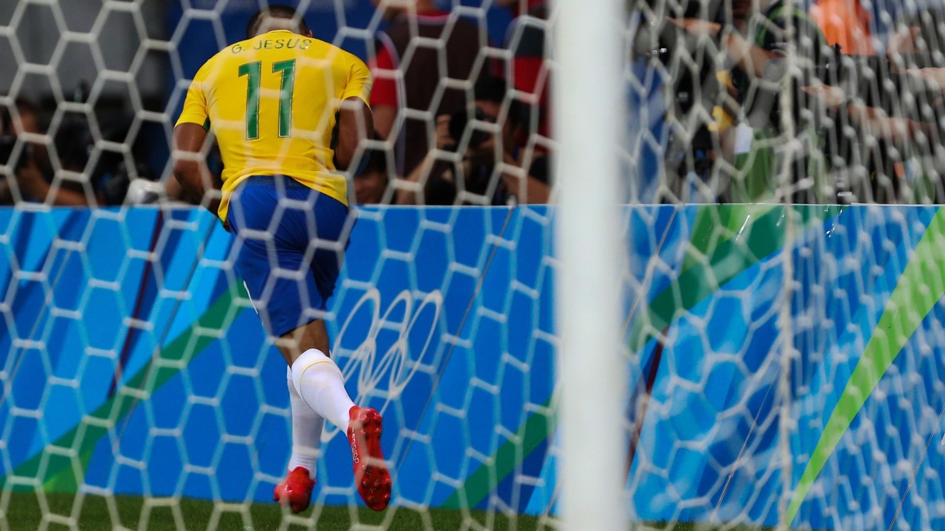 Gabriel Jesus marca o segundo gol do Brasil contra a Dinamarca
