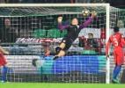 Após derrota, ex-capitão detona defesa do City e pede Hart de volta
