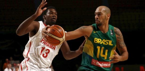 Maqruinhos recebe a marcação do panamenho Leonardo Pomare