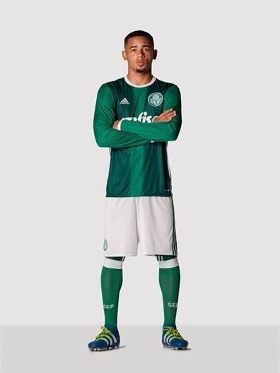 Gabriel Jesus com o novo uniforme do Palmeiras