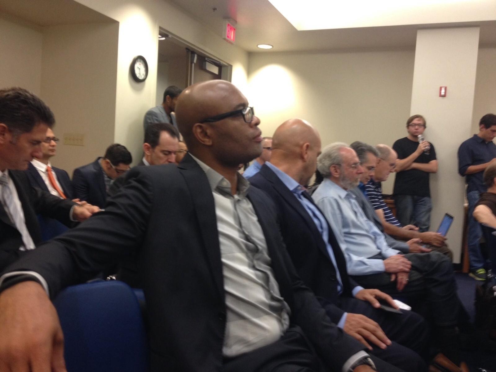 Anderson Silva aguarda para ser ouvido na audiência da Comissão Atlética de Nevada