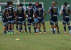 Auxiliar do Palmeiras é flagrado com suposto ponto eletrônico no banco