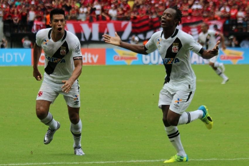 Andrezinho comemora o seu gol pelo Vasco contra o Flamengo na semifinal do Carioca