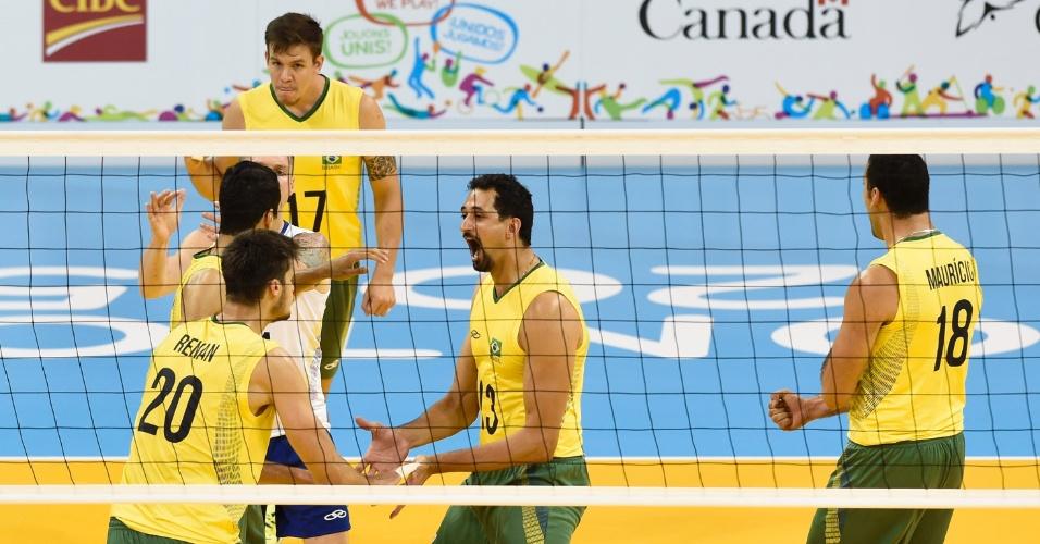 Seleção brasileira comemora ponto conquistado sobre Cuba no vôlei masculino