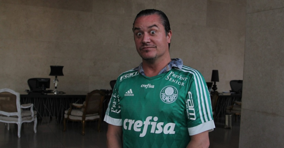 Mike Patton, do Faith No More, ganha camiseta do Palmeiras