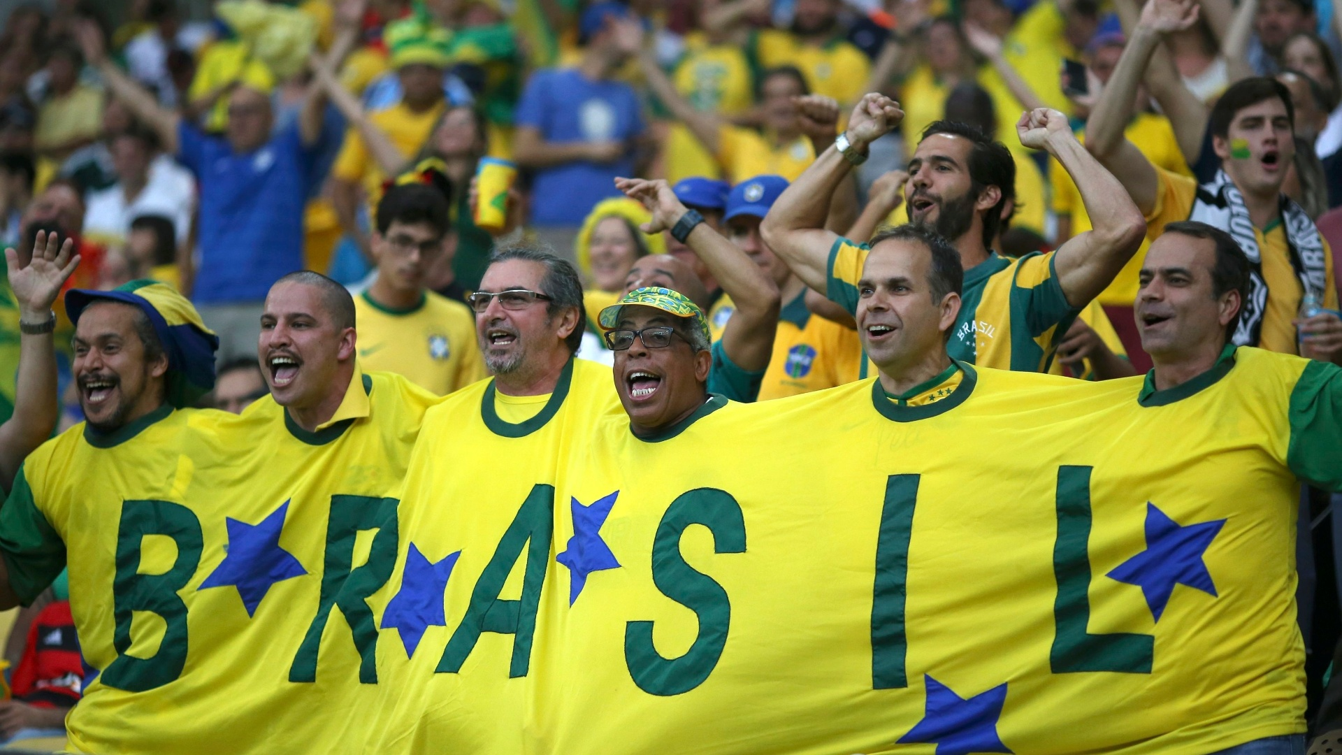 Torcida brasileira empolgada antes do início da final diante da Alemanha