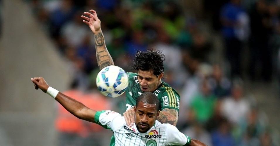Victor Ramos afasta o perigo da partida entre Palmeiras e Chapecoense