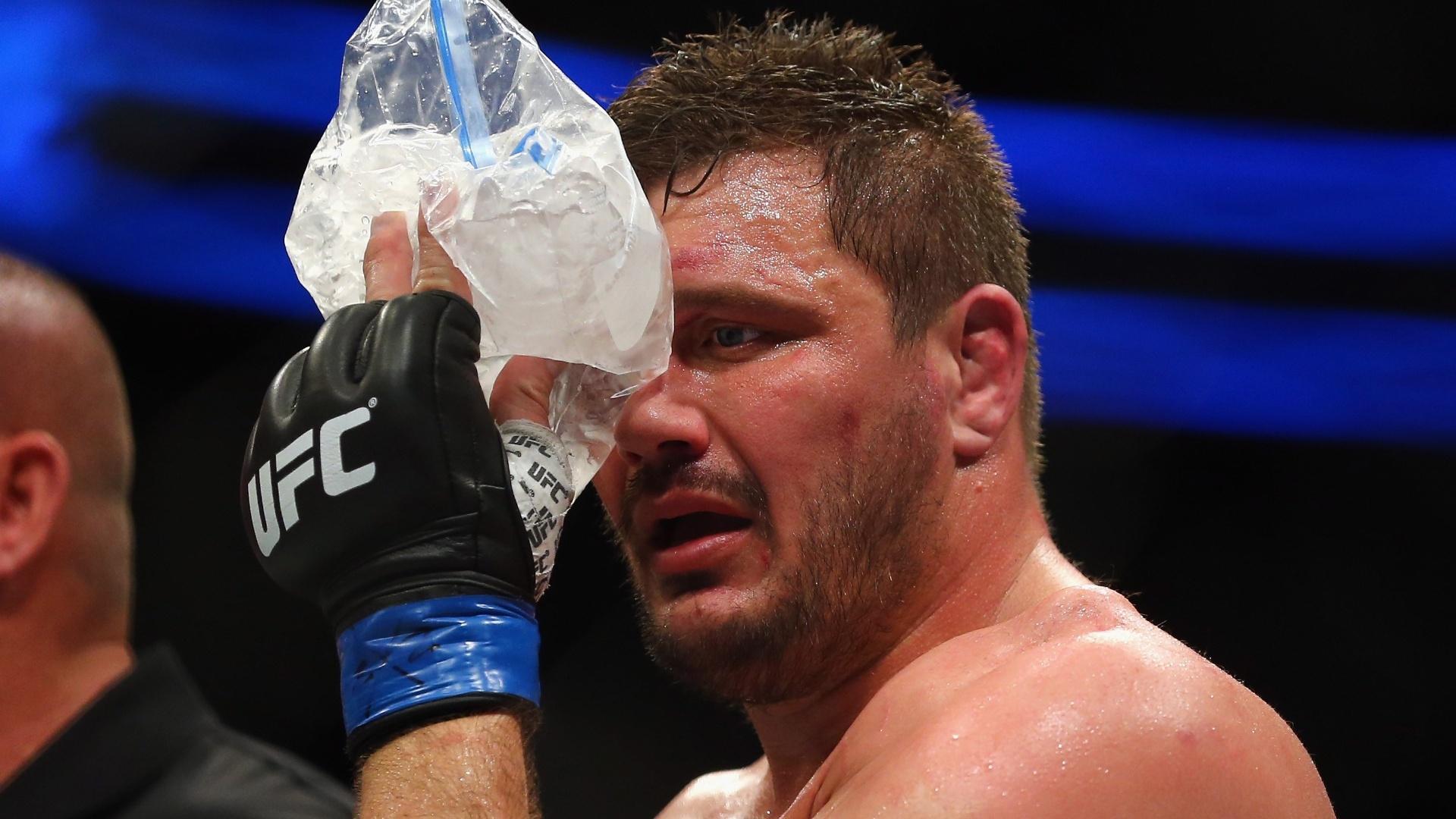 Golpes de Browne durante luta pelo UFC provocaram lesão no olho de Mittrione