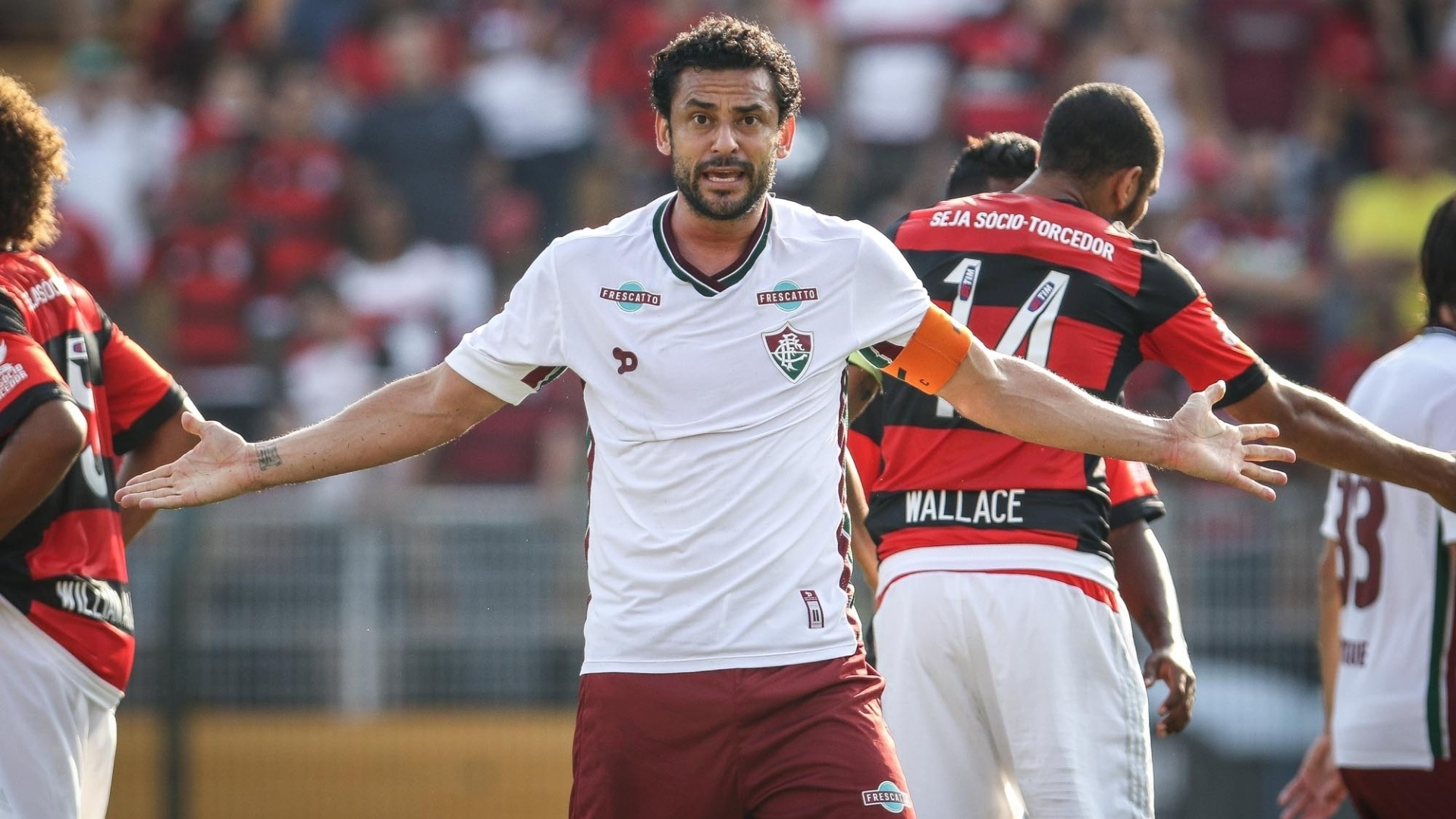 Fred gesticula durante a partida entre Flamengo e Fluminense