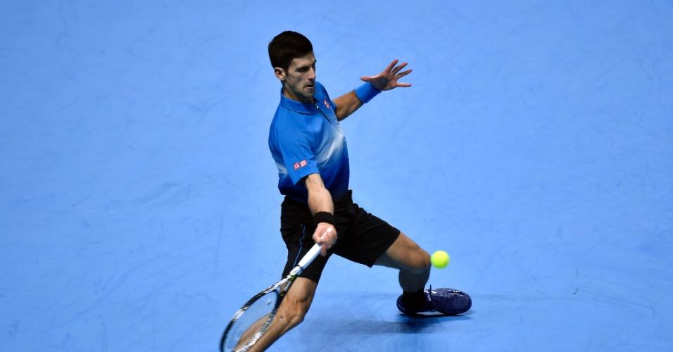 Djokovic rebate bola contra Kei Nishikori na estreia nas Finais da ATP