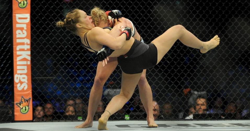 Holly Holm leva Ronda para o chão