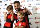 Diego ganha festa em chegada ao Flamengo - Júlio César Guimarães/ UOL