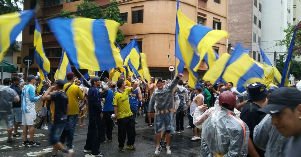 Torcedores do Rosario Central festejam nas ruas próximas ao Allianz Parque