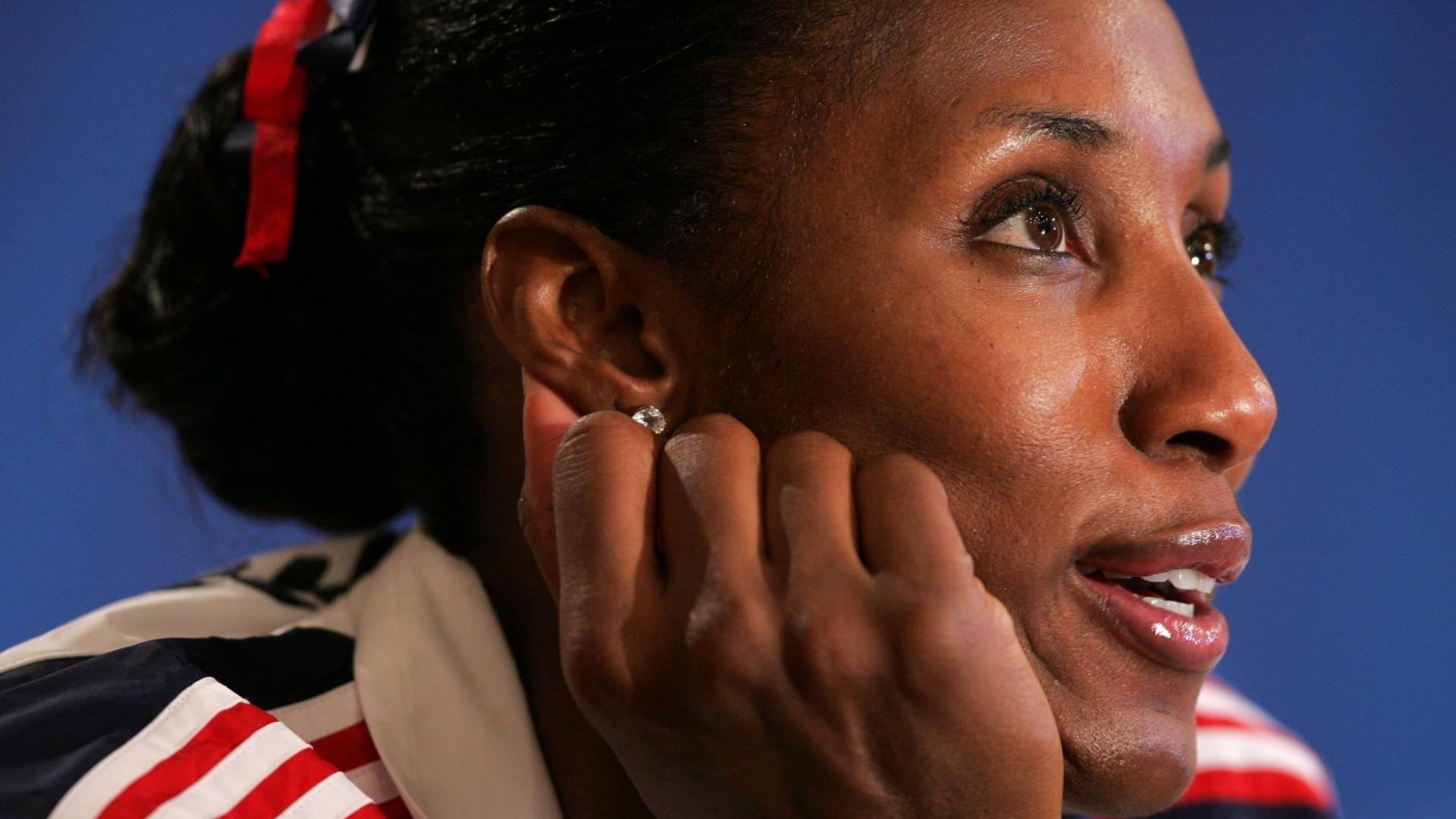 Lisa Leslie, jogadora de basquete dos EUA, durante uma coletiva de imprensa nos Jogos Olímpicos de Atenas, em 2004