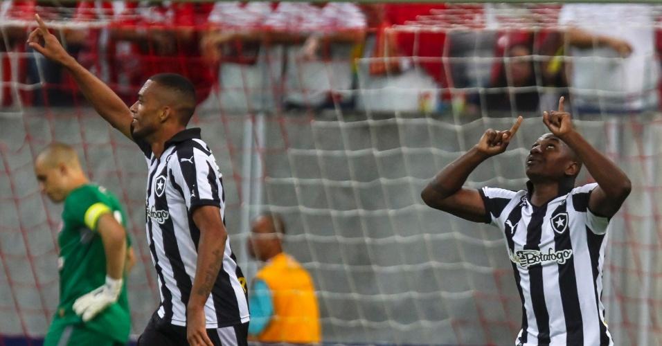 Sassá comemora após marcar pelo Botafogo, em partida contra o Náutico, neste sábado (24), pela Série B