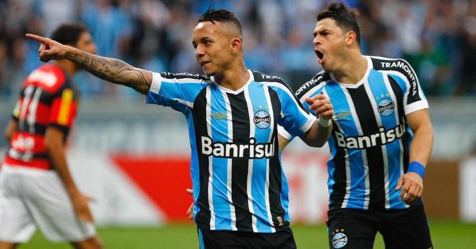 Everton comemora após abrir o placar para o Grêmio contra o Flamengo