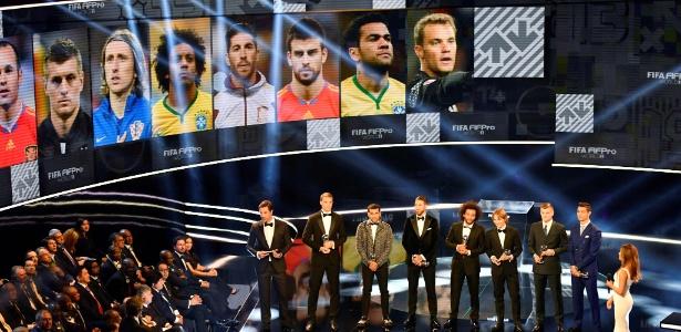 Daniel Alves entrou como lateral direito da melhor seleção do mundo